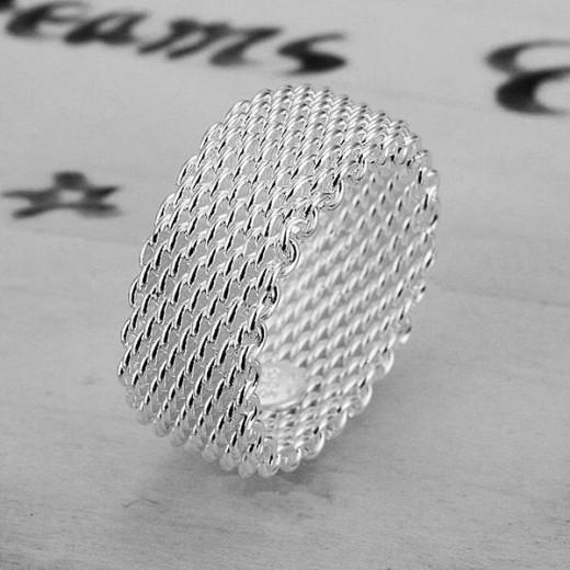Schlichter versilberter gewebter Ring als Modeschmuck Fingerring