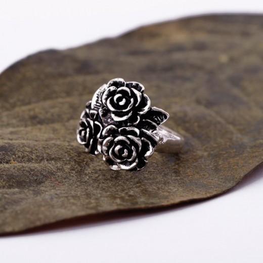 Vintage Ring in antiksilber mit drei Rosen als Modeschmuck Fingerring