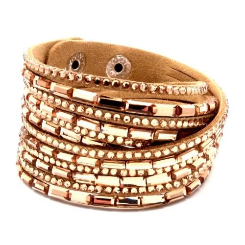Hellbraunes Wickelarmband mit rosegoldfarbene Strass Steinen und Kunstleder als Modeschmuck Armband zum Wickeln