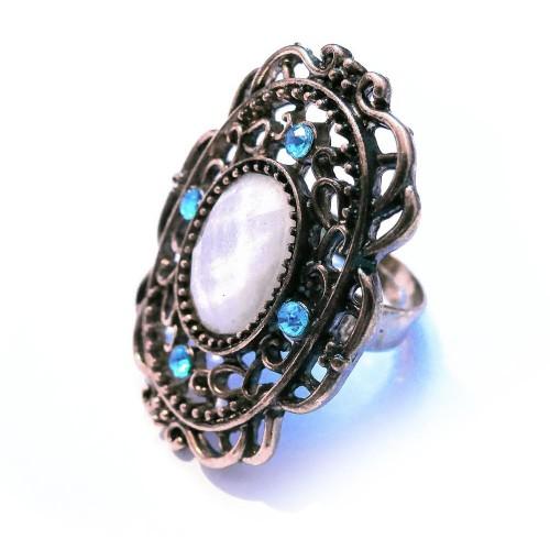 Ovaler vintage Ring in antikgoldfarben mit weißem Stein und türkis Strass als Modeschmuck Fingerring