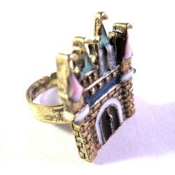 Ring in antikgold mit Schloss Motiv als Modeschmuck Fingerring