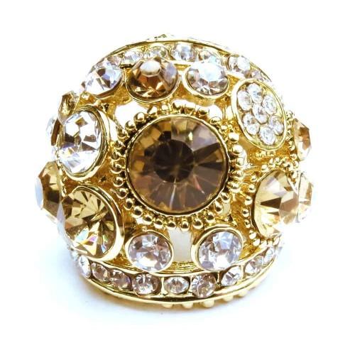 Opulenter goldfarbener Ring mit verschiedenen transparenten und topazfarbenen Strasssteinen Modeschmuck Fingerring