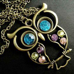 Bronzefarben Eule mit buntem Strass an langer Halskette