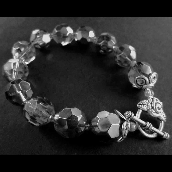 Silberfarbenes transparentes Glasarmband / Armkette mit großen Glasperlen Modeschmuck Armband