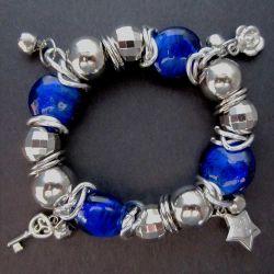 Bettelarmband mit kobaltblauen und silberfarbenen Perlen Modeschmuck