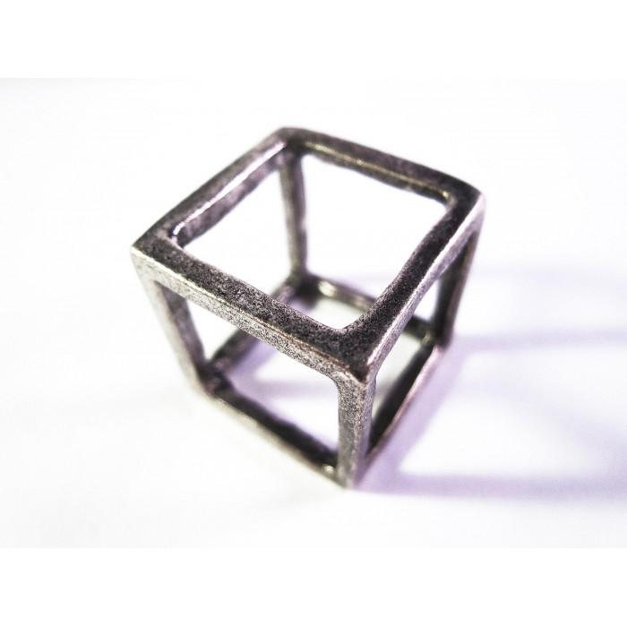 Silberfarbener Würfelring Cube Anhänger als Modeschmuck Fingerring
