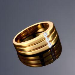 Schlichter, goldfarbener Ring mit drei Strasssteinen Modeschmuck Fingerring