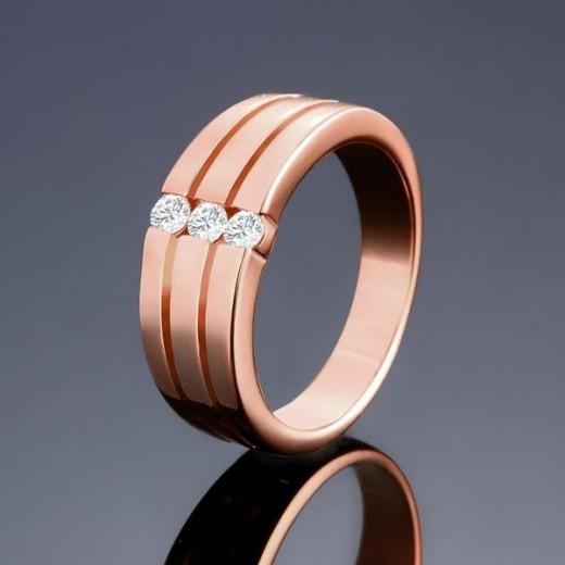Schlichter, rosegoldfarbener Ring mit drei Zirkonen als Modeschmuck Fingerring